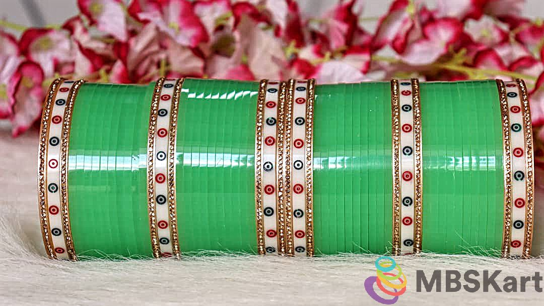 Traditional Punjabi bridal bangle set With polka dot design